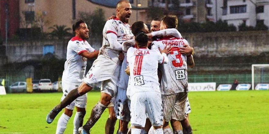 19^ giornata - Atto di forza! Casertana-Bari-0-3: commenti e pagelle  Bari-esultanza